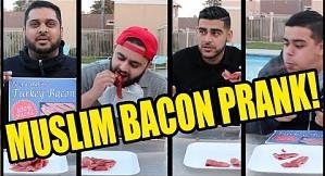 Muzułmanie jedzą prawdziwy bekon