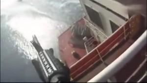 Atak piratów na statek handlowy. Takiego przyjęcia się nie spodziewali