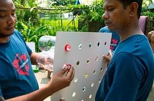 Banglijski sposób na upały - klimatyzacja zrobiona z plastikowych butelek