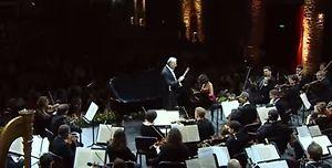 Chatia Buniatiszwili - pianistka o biuście wielkim jak talent