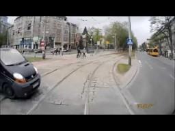 Dlaczego nie należy wyjeżdżać zza tramwaju