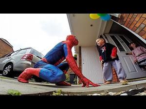 Spider-Dad robi niespodziankę choremu synkowi
