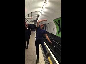 Bitwa ping-pongowa w londyńskim metrze