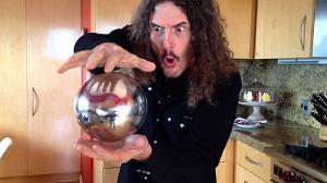 Weird Al prezentuje - magiczna unosząca się kula