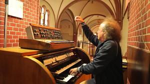 Józef Skrzek na kościelnych organach