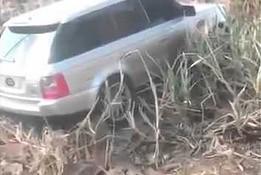 Zagrzebany Range Rover