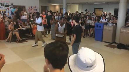 Miedzyrasowa bitwa taneczna. Kto zatańczył lepiej?