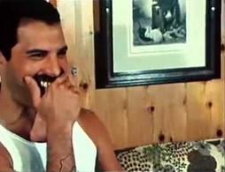 Kanye West vs Freddie Mercury