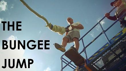 Damien Walters skacze z bungee bez uprzęży