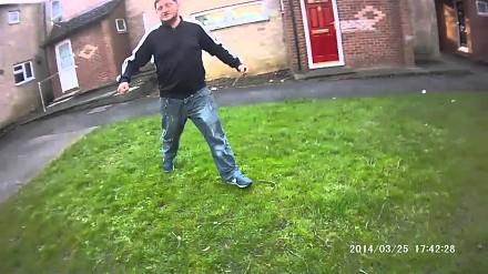 Atak nożem na policjanta w Anglii