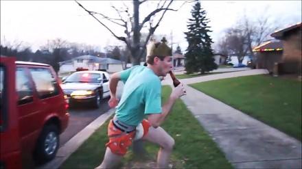 Odłóż piwo uciekając przed policją