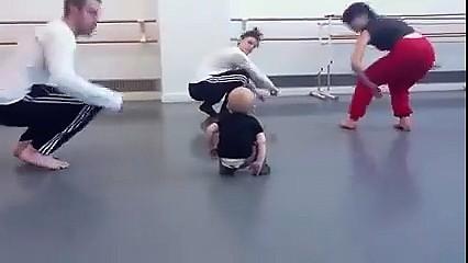 Mały instruktor tańca