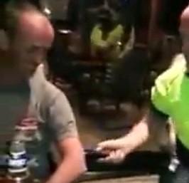 Po pijaku postanowili pobawić się paralizatorem