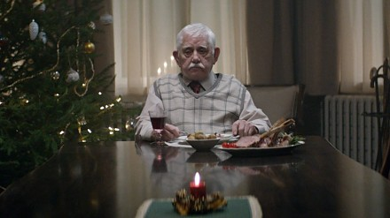 Poruszający fillm o samotności w święta mimo posiadania rodziny