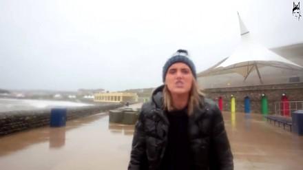 Latająca ryba nokautuje reporterkę