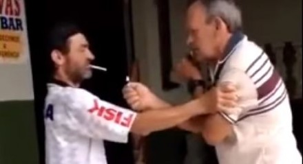 Odpalanie papierosa w rytmie Bailando