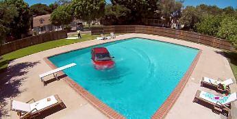 Mycie samochodu w basenie