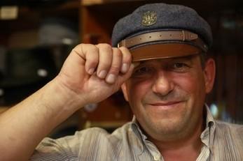Człowiek, który ma głowę do kapeluszy