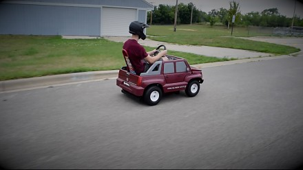 Silnik z kosiarki w dziecięcym samochodziku
