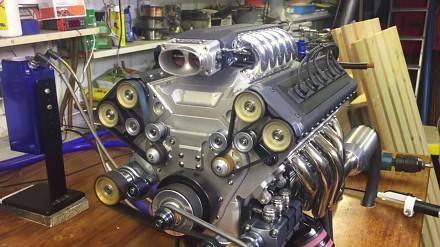 Silnik V10 na wtrysku w skali 1:3
