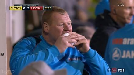 Nietypowe zachowanie bramkarza Sutton United w starciu z Arsenalem