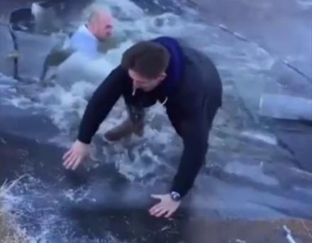 """""""Peter, chodź sprawdzimy, czy lód jest gruby"""""""