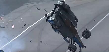Mrożący krew w żyłach wypadek w serii IndyCar