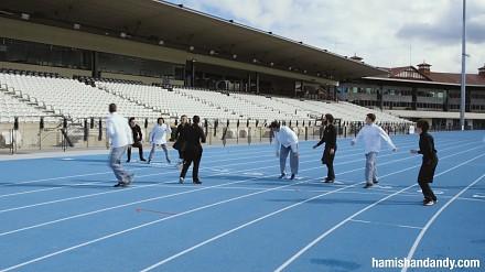 Bieg na 100 metrów, w którym wygrywa piąty zawodnik
