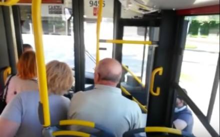 Kierowca autobusu odmawia pomocy osobie na wózku