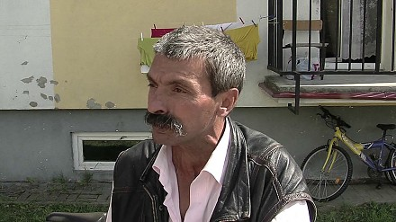 Starcie Polaków z Romami, zniszczone BMW i policyjny twardziel