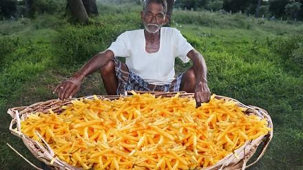 Wyciskacz łez dnia: dziadek robi gigantyczny gar frytek dla sierot w Indii