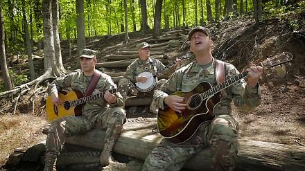"""Żołnierze śpiewają """"Wish You Were Here"""""""
