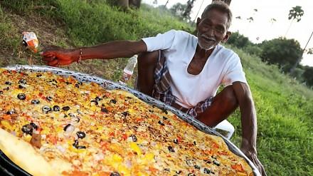 Grandpa Kitchen robi olbrzymią pizzę dla 100 głodnych dzieci
