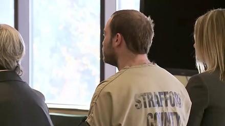 Pedofil zaatakowany na sali sądowej moment po usłyszeniu wyroku