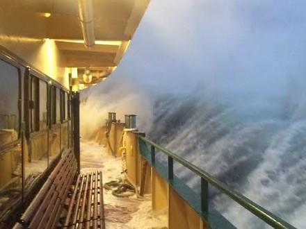 Okropne chwile na morzu i życie marynarzy