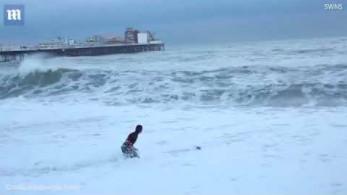 Dramatyczny ratunek tonącego psa na kanale La Manche