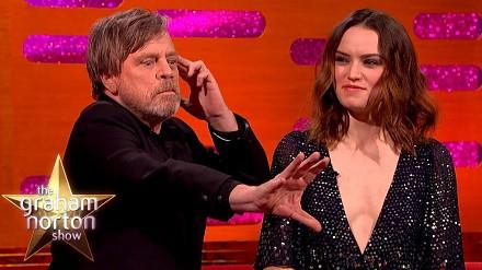 Mark Hamill pokazuje, jak używać mocy. Ty też możesz zostać Jedi!