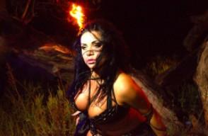 Piękny taniec brzucha do Sepultury