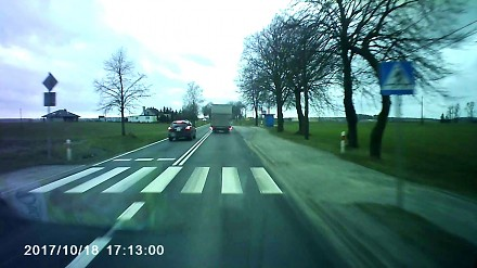 Pędzący kierowca dostaje szybką nauczkę