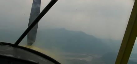 Widziane z kokpitu awaryjne lądowanie samolotu po awarii silnika