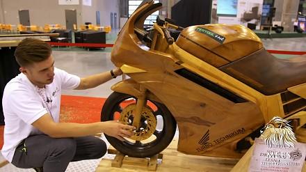 Ścigacz wykonany z drewna przez polskiego absolwenta szkoły drzewnej