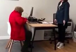 """""""Zamknij się, ty sk**wysynie!"""" – Babcia kręci grubą jazdę w biurze telewizji kablowej!"""