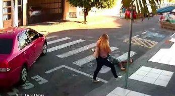 Próbował dokonać napadu z bronią w ręku, ale trafił na nieodpowiednią kobietę