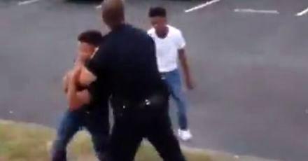 Policjant atakowany przez chłystka otrzymuje szybkie wsparcie kolegi