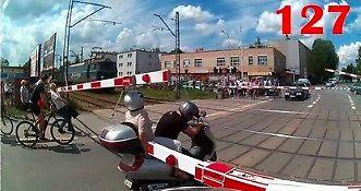 Tir wjeżdża przed straż pożarną na sygnale, czyli tak jeżdżą polscy kierowcy