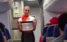Kibice z Brazylii zawstydzają stewardessę