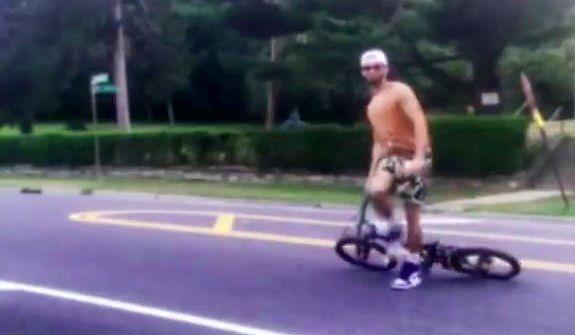 Kto normalny zostawia rower na jezdni?