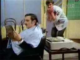 Monty Python - Skecz o fryzjerze, który chciał być drwalem
