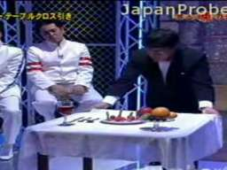 Japoński konkurs na ściąganie obrusów