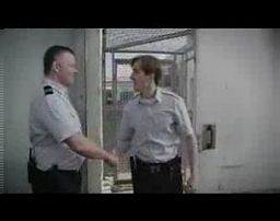 Strażnik więzienny i jego pierwszy dzień w pracy